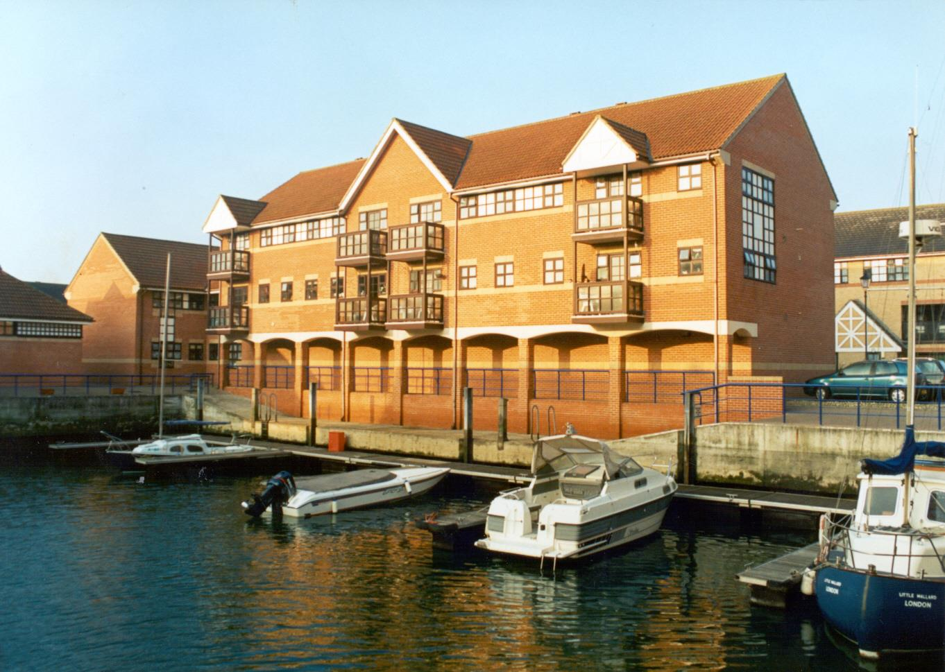 2 Bedrooms Flat for sale in The Quay, Emerald quay, Harbour way, Shoreham by sea